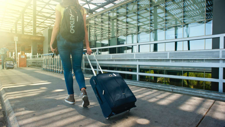 Back Health While Traveling: 3 Exercises Will Do IT